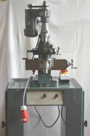 1 kleine Universalfräsmaschine
