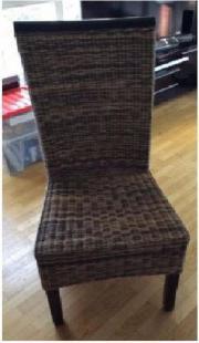 4 braune Stühle