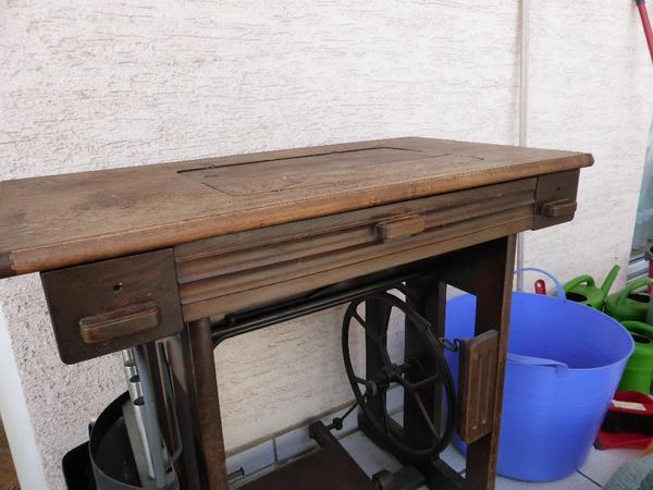 alte anker n hmaschine mit tisch in obertshausen sonstige m bel antiquarisch kaufen und. Black Bedroom Furniture Sets. Home Design Ideas