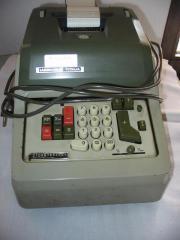 Alte elektrische Rechenmaschine