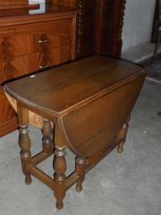 alter Holztisch ausklappbar