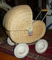 Antiker Puppen Korbwagen ,