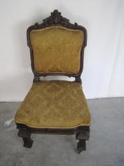 Antiker Stuhl mit