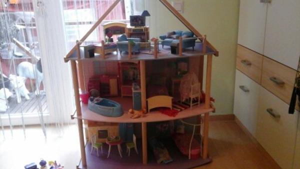 barbie puppenhaus aus holz in remchingen sonstiges kinderspielzeug kaufen und verkaufen ber. Black Bedroom Furniture Sets. Home Design Ideas
