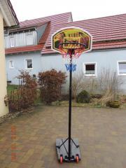 Basketballständer mit Korb