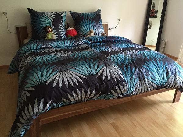 bett aus nussbaum in karlsruhe betten kaufen und verkaufen ber private kleinanzeigen. Black Bedroom Furniture Sets. Home Design Ideas