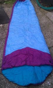 blau-lila Schlafsack