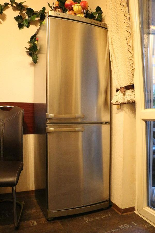 kuehl gefrierkombination bosch kaufen gebraucht oder neu. Black Bedroom Furniture Sets. Home Design Ideas