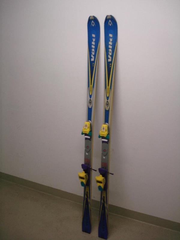 Carvingski alpinski ski von vÖlkl mit tyroliabindung in