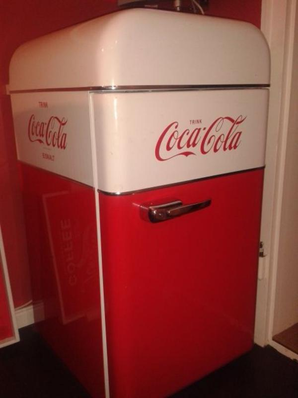 coca cola retro k hlschrank liebherr thomas s chichester blog. Black Bedroom Furniture Sets. Home Design Ideas