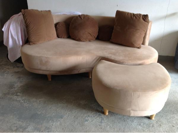 Couch sofa nierenf rmig braun in postbauer heng polster for Sofa nierenform