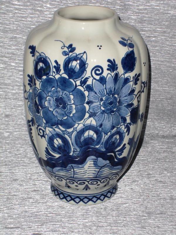 delfter vase und kleines delfter herz porzellan in mannheim glas porzellan antiquarisch. Black Bedroom Furniture Sets. Home Design Ideas