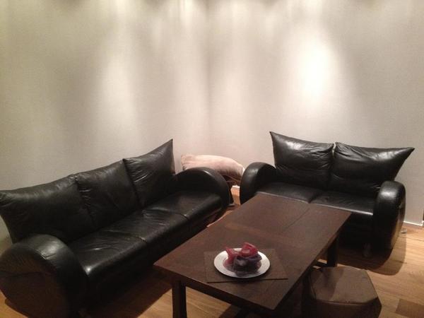 designer 2er und 3er sofa von rolf benz inkl antiker couchtisch g nstig abzugeben in plankstadt. Black Bedroom Furniture Sets. Home Design Ideas