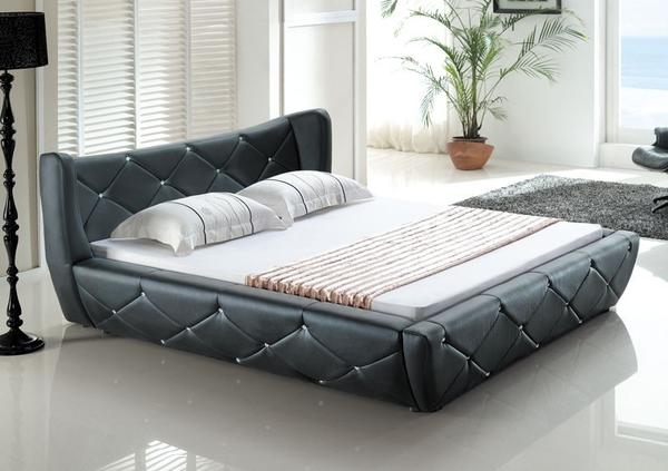 designer luxus bett schwarz leder gesteppt mit swarovski steinen in ettlingen betten kaufen. Black Bedroom Furniture Sets. Home Design Ideas