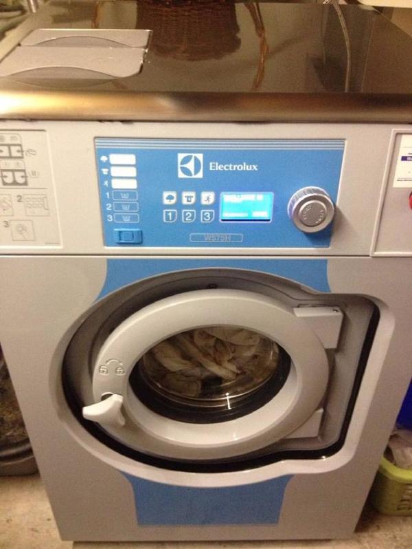 electroluxgewerblichewaschmaschine w575h nur 1 jahr alt waschmaschine verschicken. Black Bedroom Furniture Sets. Home Design Ideas