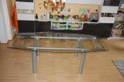 Esszimmertisch mit Glasplatte