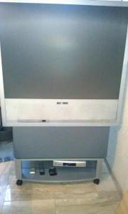 thomson 32wf400g mit unterschrank in neuendettelsau tv projektoren kaufen und verkaufen ber. Black Bedroom Furniture Sets. Home Design Ideas