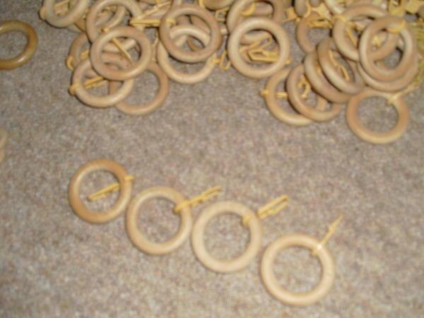 gardinenringe aus holz kann auch als bastelmaterial verwendet werden in hornberg gardinen. Black Bedroom Furniture Sets. Home Design Ideas