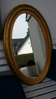 goldener ovaler Spiegel