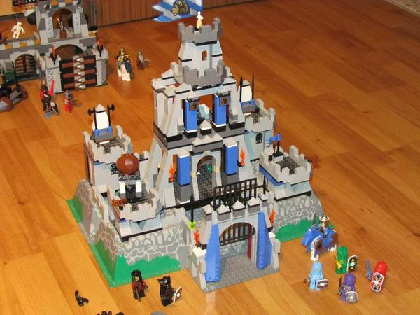 gro e lego ritterburg hell in walzbachtal spielzeug lego playmobil kaufen und verkaufen. Black Bedroom Furniture Sets. Home Design Ideas
