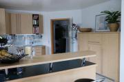 Große moderne Einbauküche -