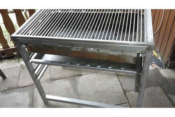 gro er edelstahl grill zu verkaufen oder vermieten in magdeburg k chenherde grill mikrowelle. Black Bedroom Furniture Sets. Home Design Ideas