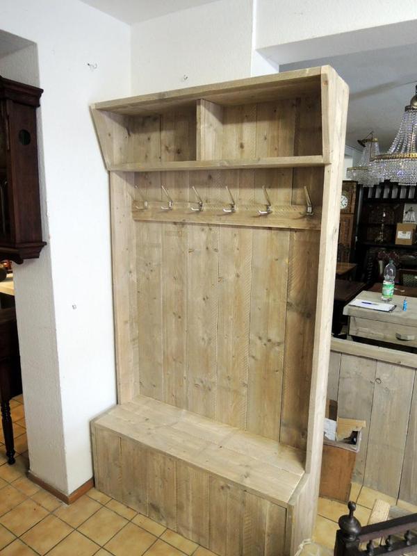 Handgearbeitete garderobe aus altholz einzelanfertigung for Garderobe altholz