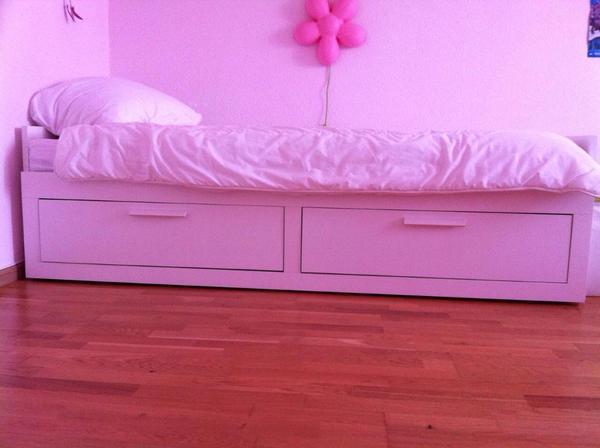ikea brimnes tagesbett mit 2 schubladen wei und 2. Black Bedroom Furniture Sets. Home Design Ideas