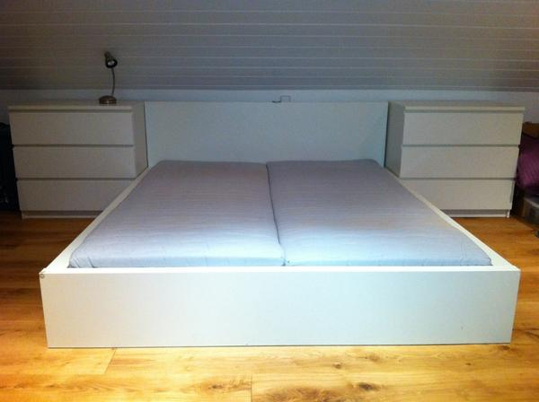 ikea malm bett weiss lattenrost 2 malm kommoden 2. Black Bedroom Furniture Sets. Home Design Ideas