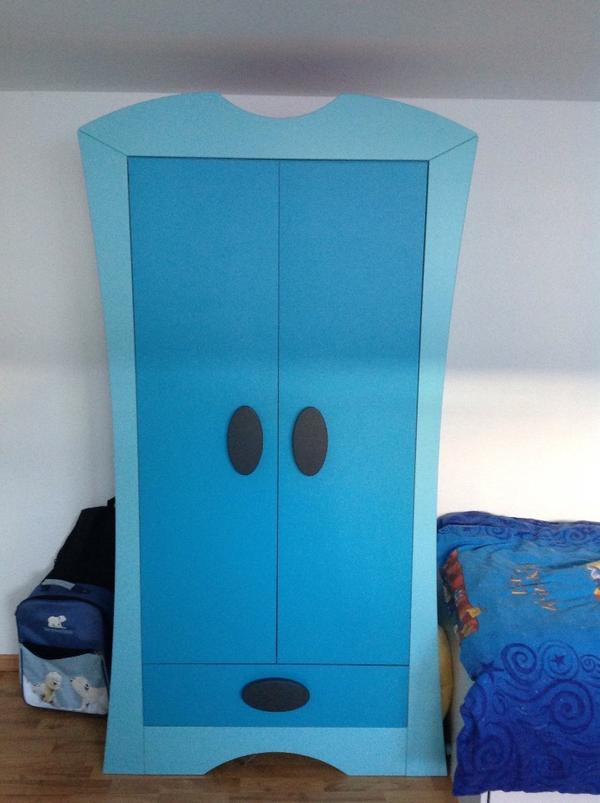 kleiderschrank kinderzimmer blau bibkunstschuur. Black Bedroom Furniture Sets. Home Design Ideas