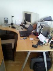 Ikea-Schreibtisch