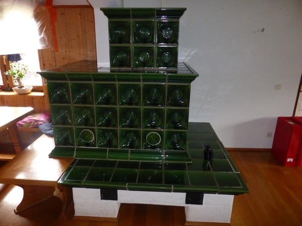 kachelofen kacheln klassisch in gr n in sch nbrunn fen. Black Bedroom Furniture Sets. Home Design Ideas