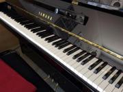 Klavier Yamaha B1