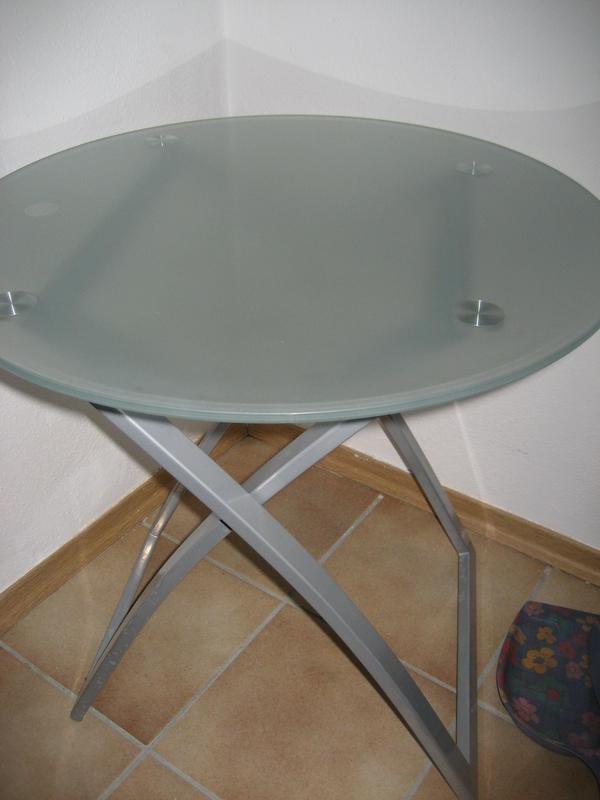 kleiner glastisch als couchtisch oder beistelltisch in. Black Bedroom Furniture Sets. Home Design Ideas