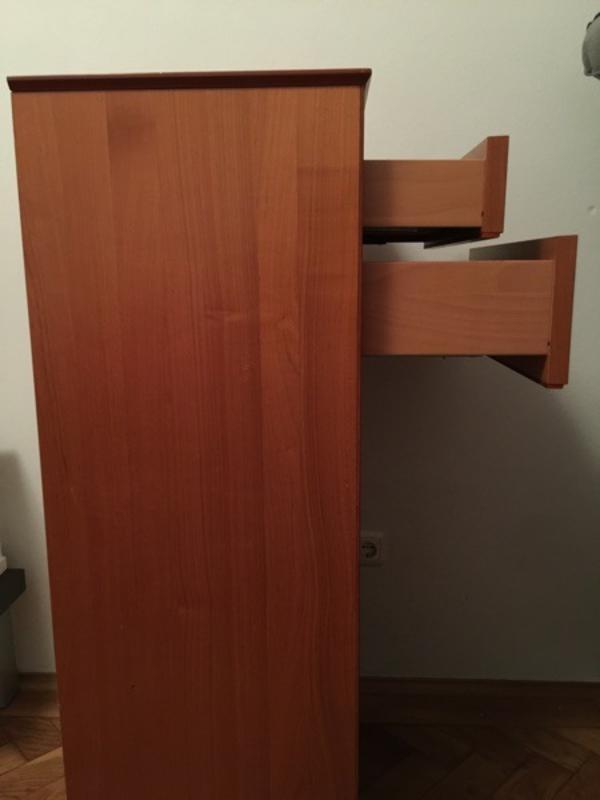 verkaufe hier eine kommode aus massivem kirschholz sie hat 6 schubladen mit silbernen. Black Bedroom Furniture Sets. Home Design Ideas