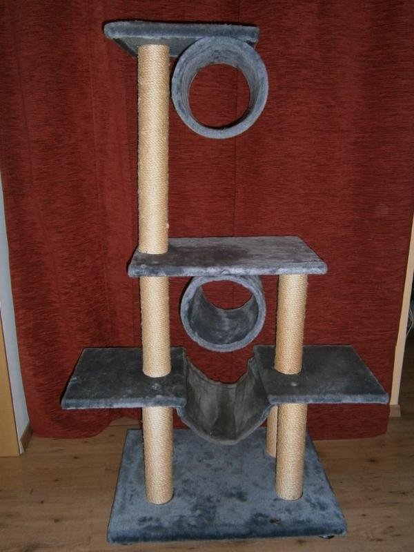 kratzbaum aus grauem pl sch in worms zubeh r f r haustiere kaufen und verkaufen ber private. Black Bedroom Furniture Sets. Home Design Ideas