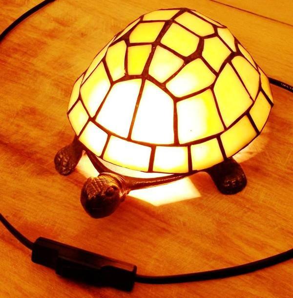 verkaufe eine hochwertige schildkr ten lampe massiv messing und handgearbeitetes. Black Bedroom Furniture Sets. Home Design Ideas