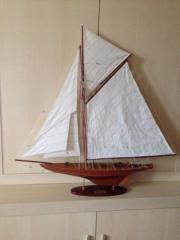 Modellschiff aus Holz