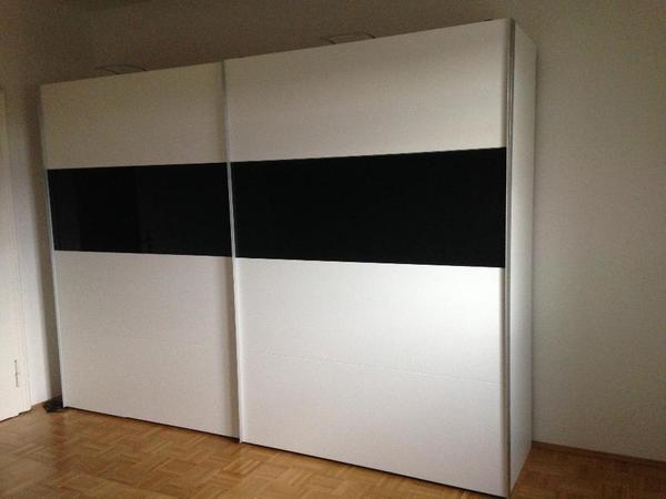 moderner kleiderschrank mit schwebet ren polarweiss schwarzglas in m nchen schr nke. Black Bedroom Furniture Sets. Home Design Ideas