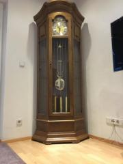 Möbel + Uhren