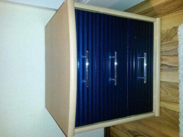nachttisch buche blau gl nzend nolte in germersheim schr nke sonstige schlafzimmerm bel. Black Bedroom Furniture Sets. Home Design Ideas