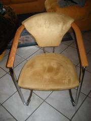 neuwertiger Stuhl, Samtbezug