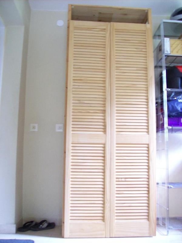 obi regal kiefernholz mit lamellent r in olching regale kaufen und verkaufen ber private. Black Bedroom Furniture Sets. Home Design Ideas