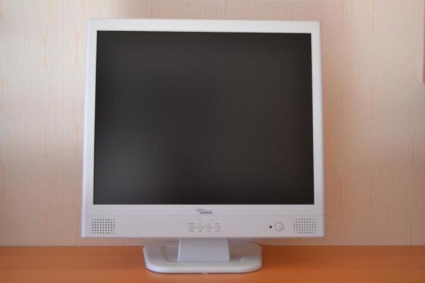 fujitsu monitor kaufen gebraucht und g nstig. Black Bedroom Furniture Sets. Home Design Ideas
