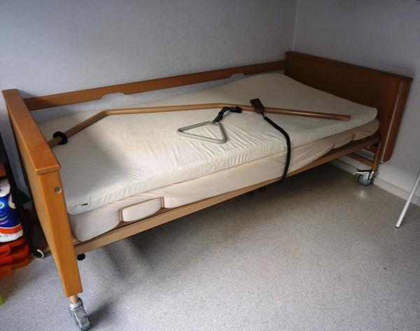 Hemnes Bett H?he Kopfteil : Krankenbett abzugeben Elektrisch verstellbar sind H?he, Kopfteil