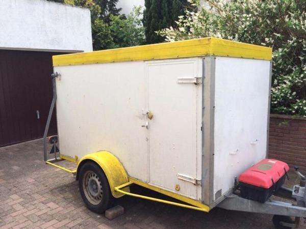 pkw anh nger koffer geschlossen kasten mit rampe 100km h. Black Bedroom Furniture Sets. Home Design Ideas