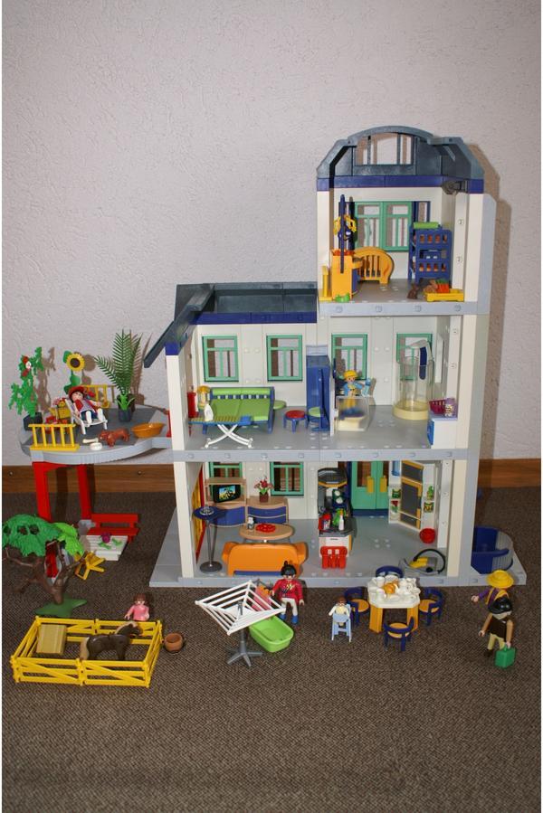 Playmobil haus einfamilienhaus 3 etagen m bel dachterasse for Playmobil haus schlafzimmer