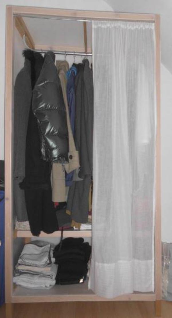 wegen umzugs verkaufe ich einen sch nen und leichten kleiderschrank siehe bild f r 20eur. Black Bedroom Furniture Sets. Home Design Ideas