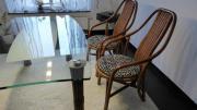 Rattan-Stühle + Glastisch