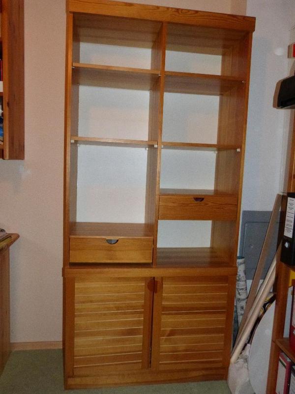 verkaufe ein gebrauchtes regal b90 x t39 x h194 cm in kiefer echtholzfurnier das regal schrank. Black Bedroom Furniture Sets. Home Design Ideas